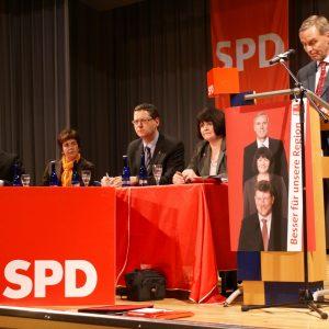Spritzenkandidat Günter Strelitz am Redepult