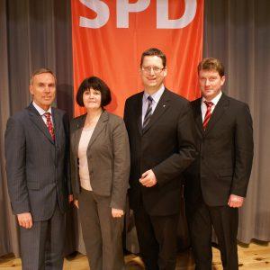 SPD-Landesvorsitzender Thorsten Schäfer-Gümbel mit den Spitzenkandidaten zur Kreiswahl