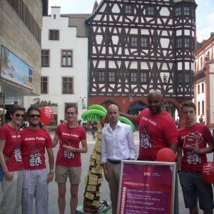 Bildunterschrift: SPD-Landtagskandidat Pascal Barthel und die Fuldaer Jusos bei ihrer Wahlkampfaktion